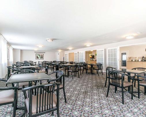 品质套房酒店大学/机场 - 路易斯威尔 - 餐馆