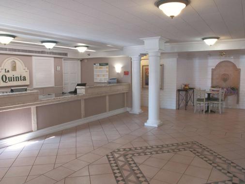 贝克斯菲尔德南温德姆拉昆塔酒店 - 贝克斯菲尔德 - 柜台