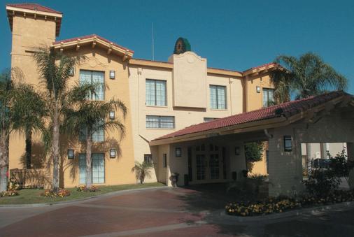 贝克斯菲尔德南温德姆拉昆塔酒店 - 贝克斯菲尔德 - 建筑