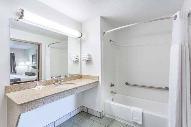 罗列格伦伍德-克拉布特里戴斯酒店 - 罗利 - 浴室