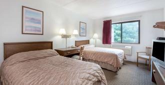 格罗顿速8酒店 - 格罗顿 - 睡房