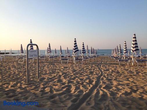 国王酒店 - Jesolo - 海滩