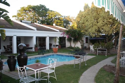 为客酒店 - 克尼斯纳 - 游泳池