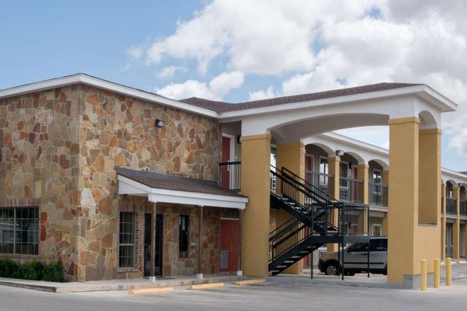 圣安东尼奥速8酒店-近萨姆休斯顿堡 - 圣安东尼奥 - 建筑