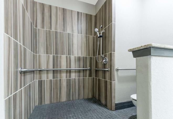圣安东尼奥速8酒店-近萨姆休斯顿堡 - 圣安东尼奥 - 浴室
