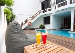 开姆酒店 - 马列 - 游泳池