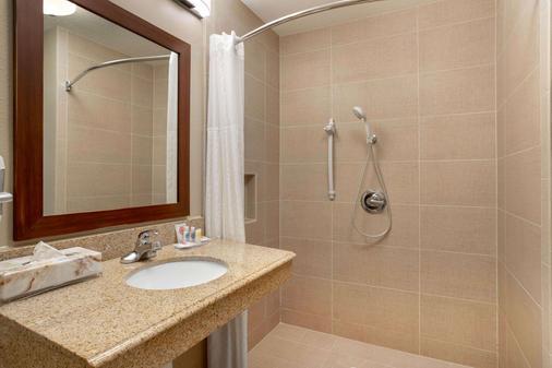 亚瑟港康福特茵酒店&套房 - Port Arthur - 浴室