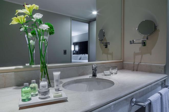 圣地亚哥NH 华雷斯城德酒店 - 圣地亚哥 - 浴室