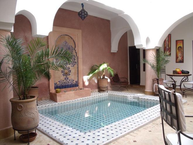 里亚德艾伦摩洛哥传统庭院住宅 - 马拉喀什 - 游泳池