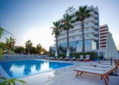 海狮酒店 - 蒙特西尔瓦诺 - 游泳池