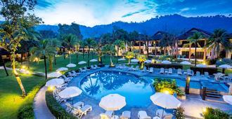 卡塔坦尼绿叶海滨度假村 - 拷叻 - 游泳池