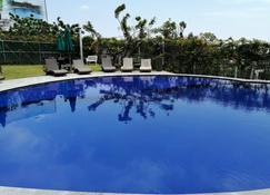 HS 霍特森智能查帕拉酒店 - Chapala (Jalisco) - 游泳池