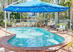 银沙公寓 - 赫维湾 - 游泳池