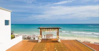 卡门海滩希尔顿度假村 - 仅供成人入住 - 式 - 全新翻修 - 卡门海滩 - 海滩