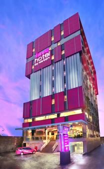 玛加沙帕纳库康法维酒店 - 马卡萨 - 建筑