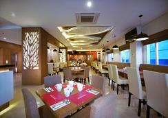玛加沙帕纳库康法维酒店 - 马卡萨 - 餐馆