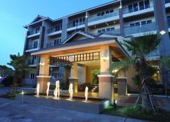 乌隆他尼基特拉达酒店 - 乌隆 - 建筑