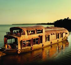 仙达里河景船屋