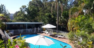 阿曲亚吉汽车旅馆 - 科夫斯港 - 游泳池