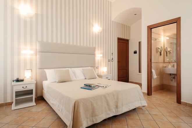 拉尔坎杰洛酒店 - 塔兰托 - 睡房