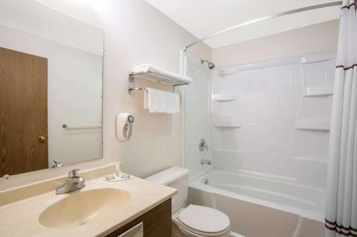 埃尔科超级8 - 埃尔科 - 浴室