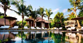 卡拉巴别墅度假酒店 - 仓古 - 游泳池