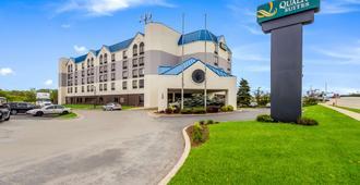 密尔沃基机场品质套房酒店 - 密尔沃基