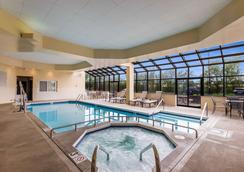 密尔沃基机场品质套房酒店 - 密尔沃基 - 游泳池