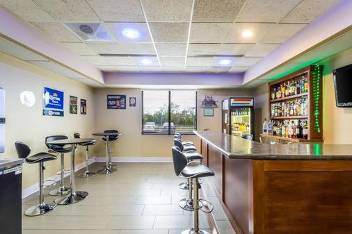 密尔沃基机场品质套房酒店 - 密尔沃基 - 酒吧