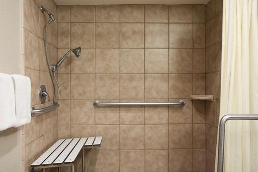 萨利纳斯速8酒店 - 萨利纳斯 - 浴室