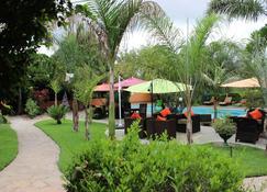 棕榈木山林小屋 - 路沙卡 - 客厅