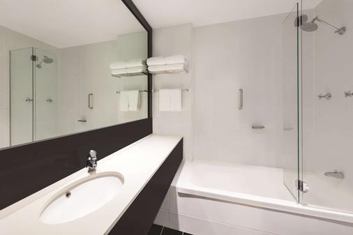 黄金海岸韦伯酒店 - 冲浪者天堂 - 浴室