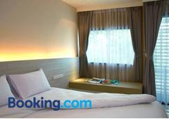 现代沙吞酒店 - 曼谷 - 睡房