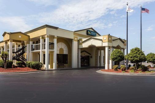 诺曼穆尔斯威尔湖品质套房酒店 - 穆尔斯维尔 - 建筑