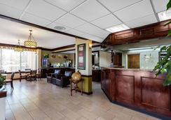 诺曼穆尔斯威尔湖品质套房酒店 - 穆尔斯维尔 - 大厅
