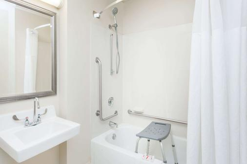 皮奥里亚贝蒙特套房酒店 - 皮奥里亚 - 浴室