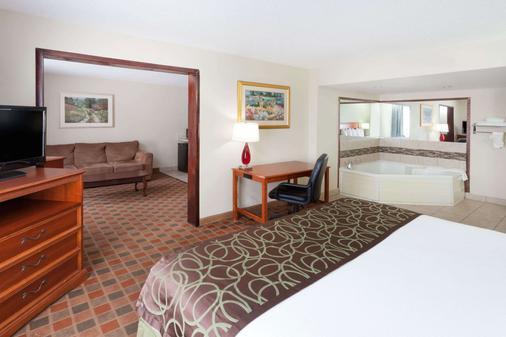 皮奥里亚贝蒙特套房酒店 - 皮奥里亚 - 睡房