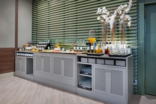 莱昂市长广场nh系列酒店 - 莱昂 - 自助餐