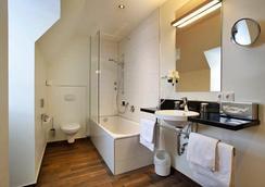 艾姆吉克奥布斯马特城市伙伴酒店 - 纽伦堡 - 浴室