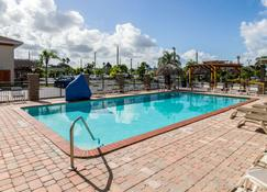 佛罗里达市 - 佛罗里达礁岛群区凯艺酒店 - 佛罗里达城 - 游泳池
