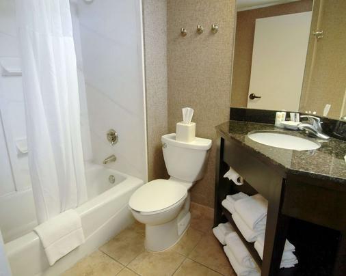 凯艺套房酒店 - 北小石城 - 浴室