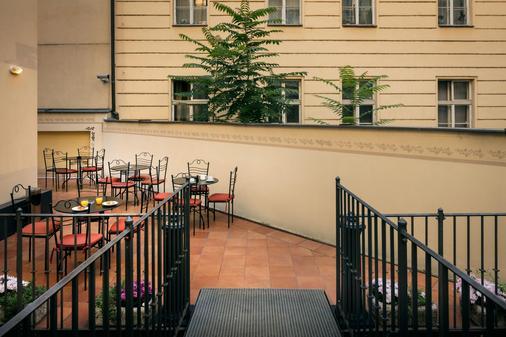 凯撒布拉格酒店 - 布拉格 - 阳台