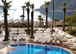 马尔马里斯海星酒店 - 式 - 仅供成人入住 - 伊丘美勒 - 游泳池