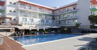 宜博索安特玛瑞酒店 - 仅限成人 - - 锡切斯 - 游泳池