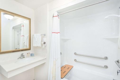 温德姆豪藤套房酒店-佛罗里达州巴拿马市海滩 - 巴拿马城海滩 - 浴室