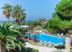 阿尔基尼海滩酒店 - 纳克索斯岛 - 游泳池