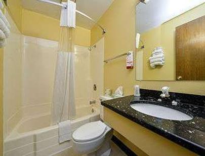 迈诺特速8酒店 - Minot - 浴室
