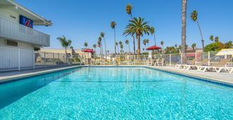 文图拉海滩6号汽车旅馆 - 文图拉 - 游泳池