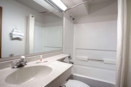 盖恩斯维尔速8酒店 - 盖恩斯维尔 - 浴室