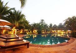 拉努纳度假村酒店 - 清莱 - 游泳池